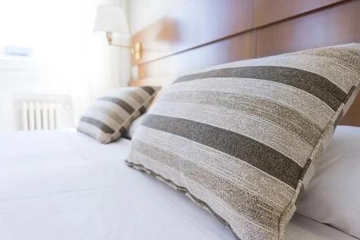 颈椎病睡什么枕头好?颈椎病要不要睡枕头啊