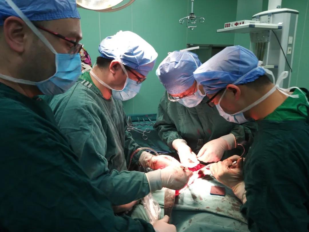 广东巧手博士日均一台疑难手术 ,广受人民好评!