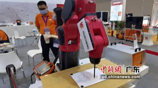 广东:为期三天的2020深圳国际智能装备产业博览会6日在深圳国际会展中心举行